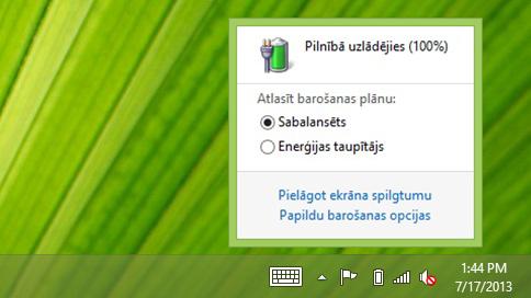 Akumulatora mērītājs, kas rāda enerģijas plānus